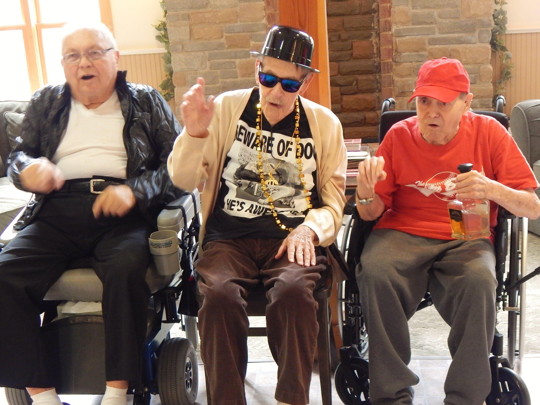 Пенсионери избяхаха от старчески дом, за да посетят хеви метъл фест