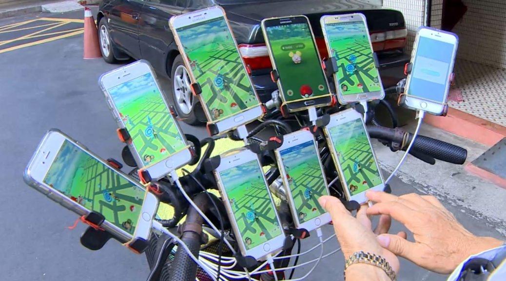 Пенсионер монтира 11 смартфона на велосипед, за да лови покемони
