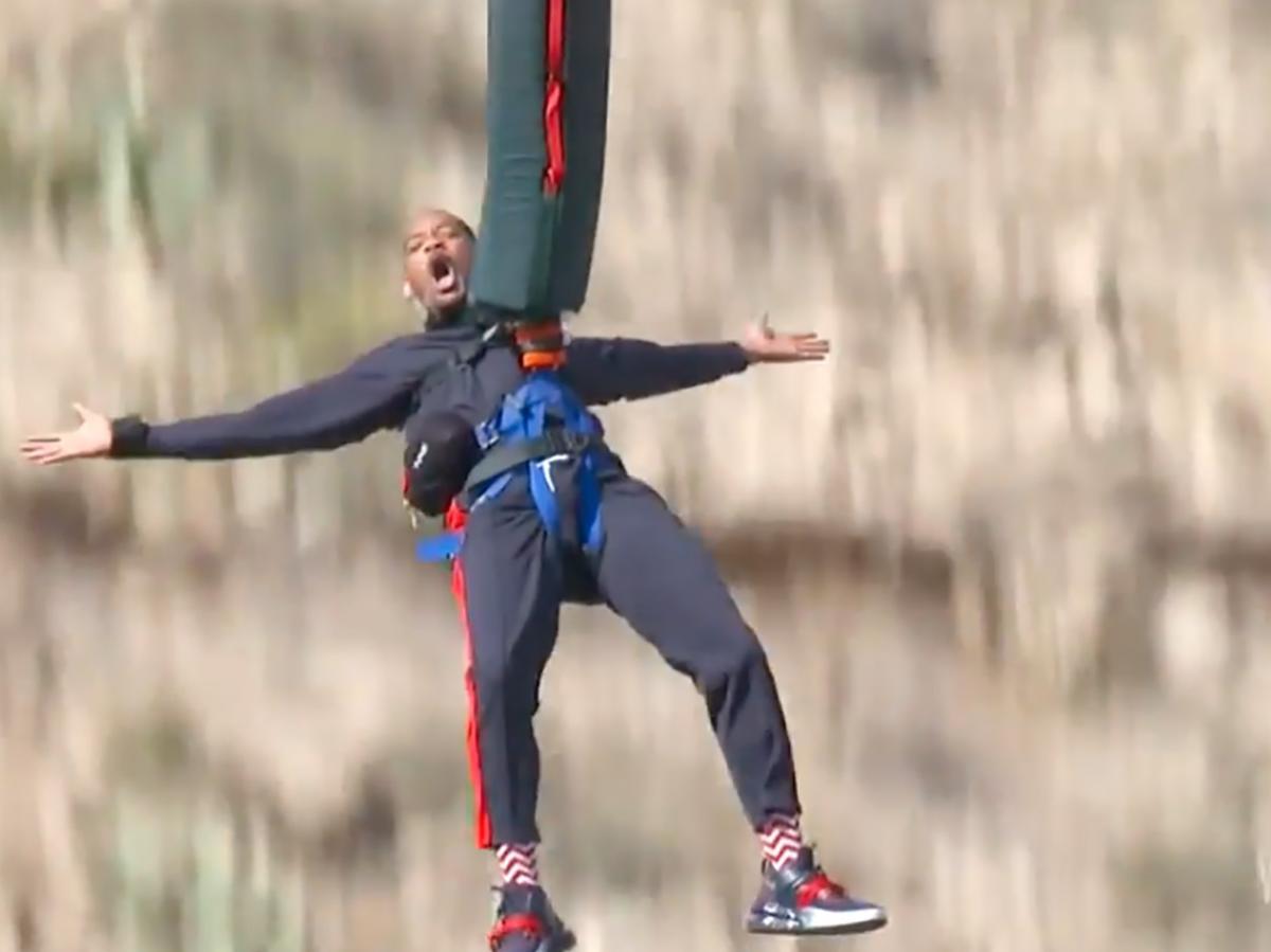 Уил Смит скочи с бънджи от хеликоптер по повод 50-ия си рожден ден (ВИДЕО)