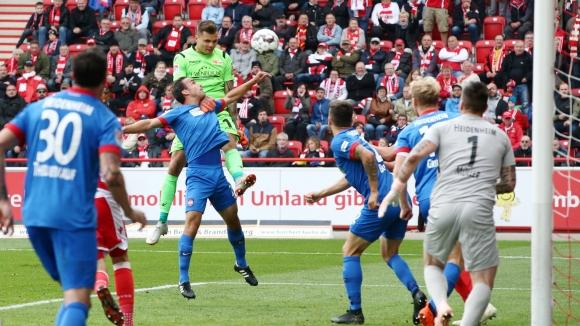Вратар вкара в Бундеслигата и спаси отбора си от загуба (ВИДЕО)