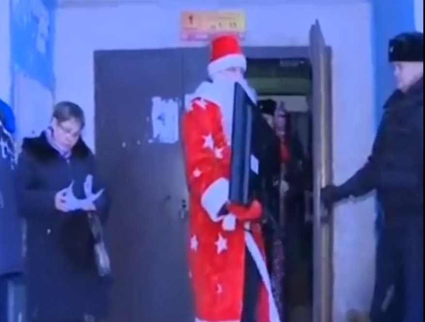 Дядо Коледа помага на съдебни изпълнители, взе скъпа техника от куп длъжници