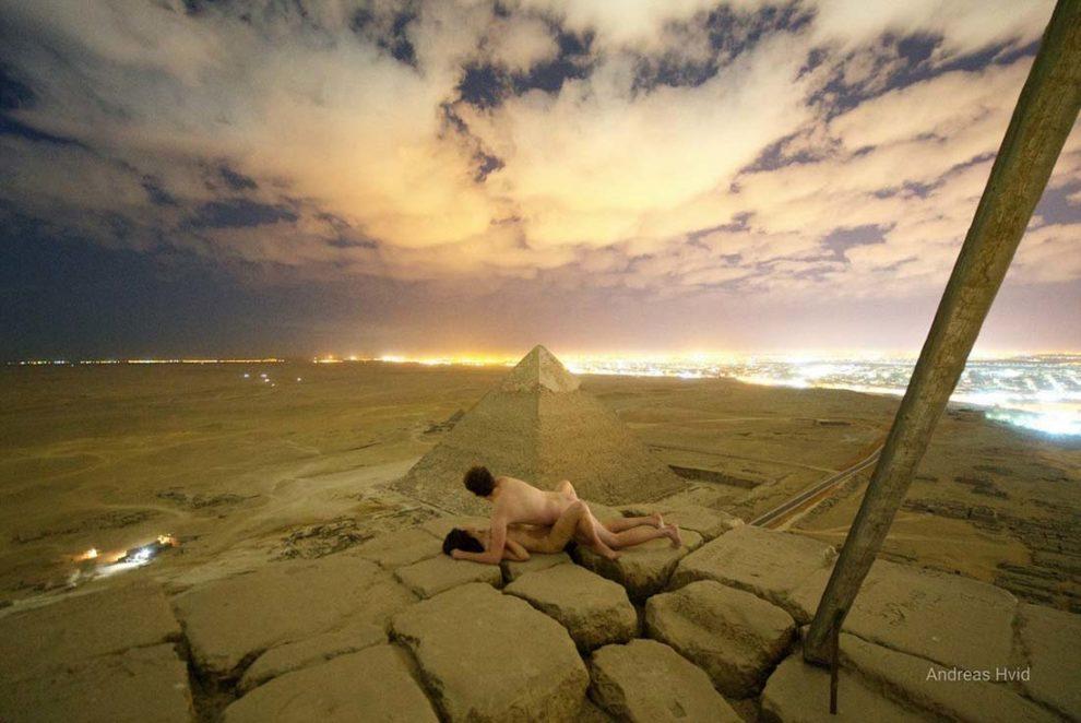 Туристи правиха секс върху Хеопсовата пирамида в Египет (ВИДЕО)