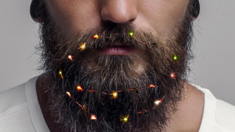Пуснаха коледни лампички за брада (СНИМКИ)