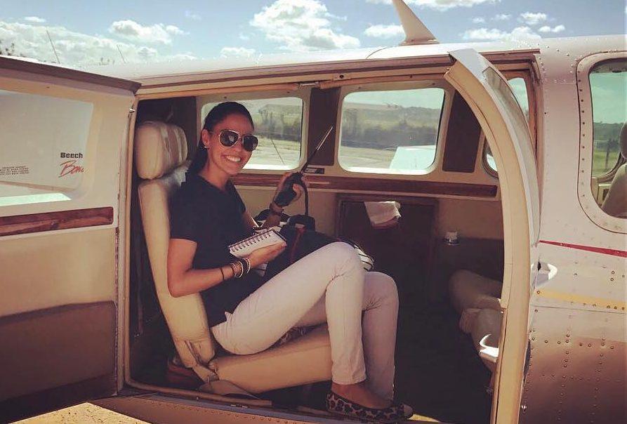Искаме да се любим страстно  в самолет с тази жена пилот (СНИМКИ)
