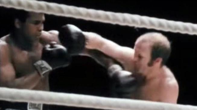 СНИМКА: Ето каква картина на боксьора Мохамед Али беше продадена колкото за мезонет в Лозенец
