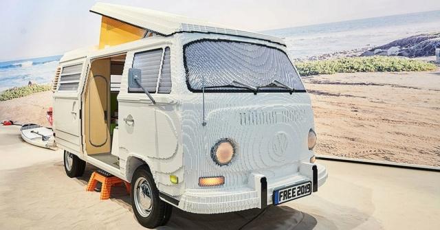 Сглобиха хипи ван Volkswagen от 400 000 части за лего (СНИМКИ)