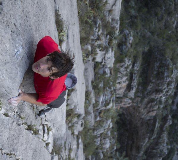 Алекс Хонълд – Сам на скалата