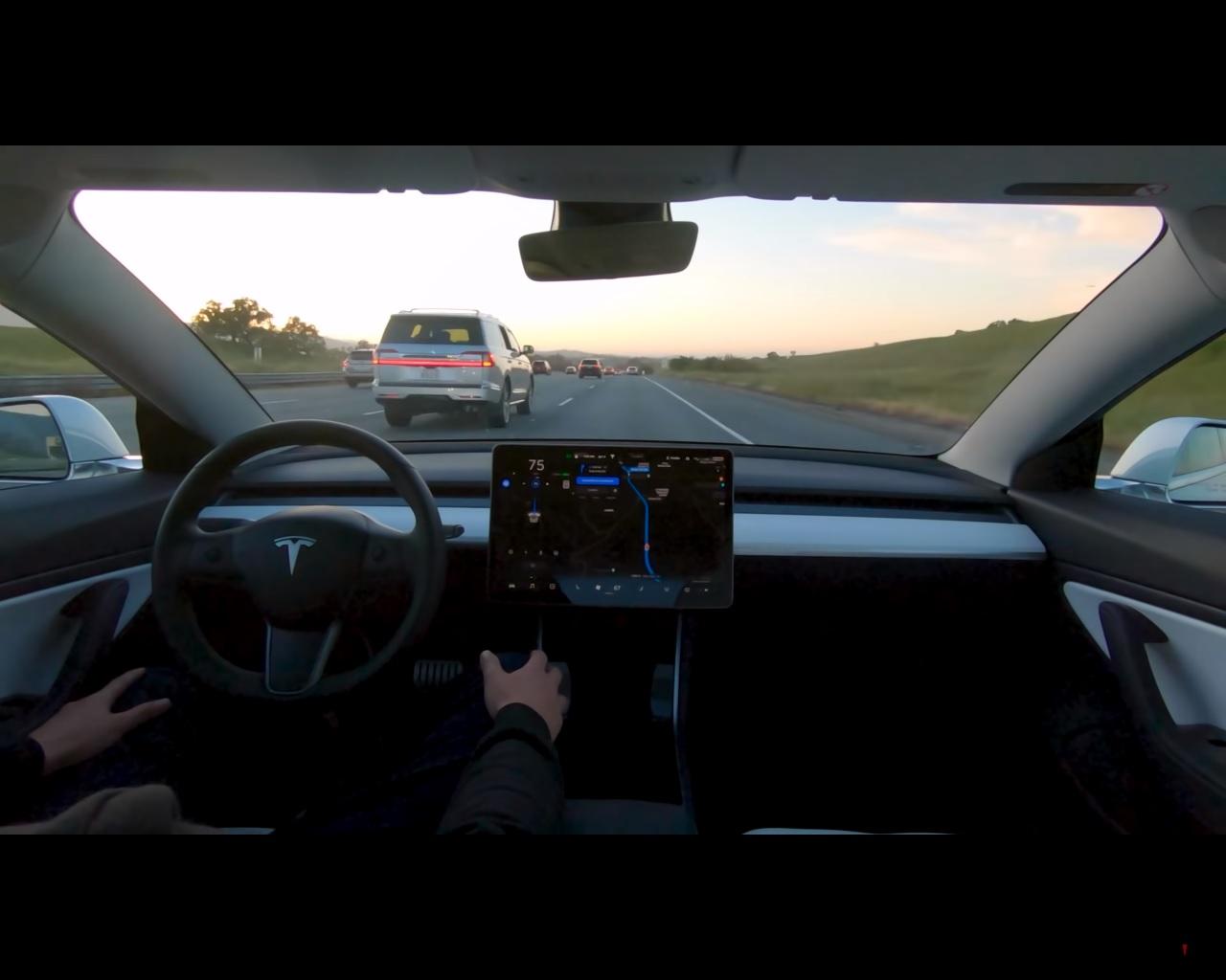Tesla показа как действа изцяло автоматичното управление на колата