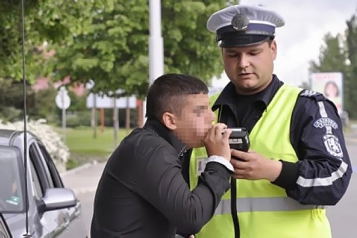 """Пиян нахлу в районно, """"уволнявал"""" полицаите наред"""