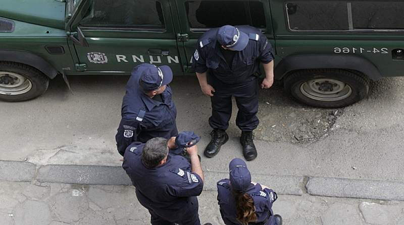 Двама полицаи са арестувани заради продажба на наркотици