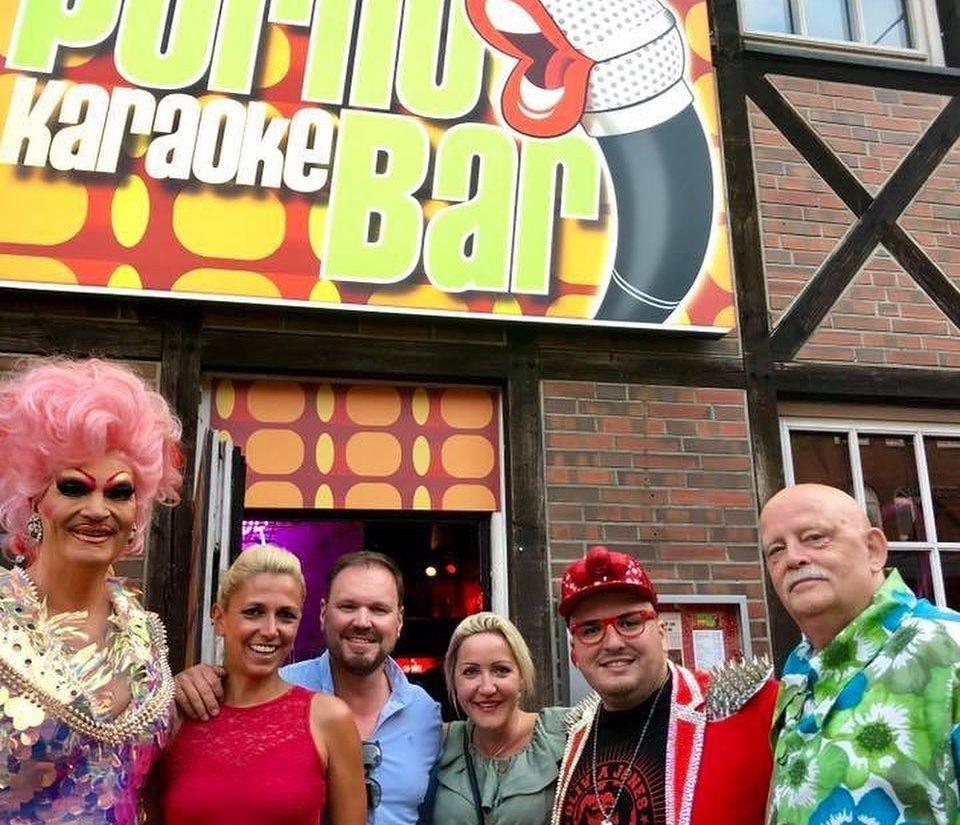 Отвори врати първият караоке бар, където не пеят, а имитират въздишки от филмите за възрастни