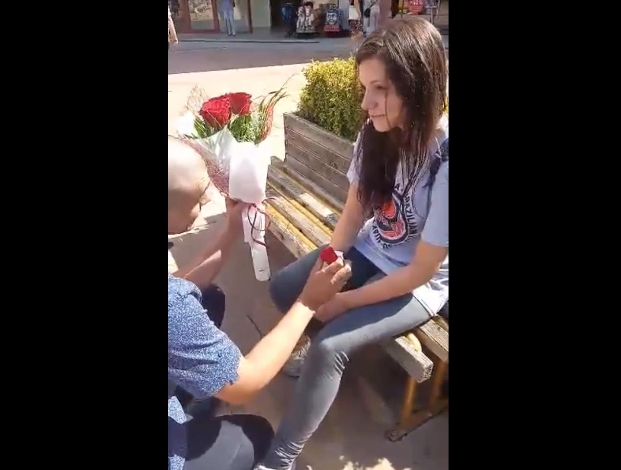 Неуспешно предложение за брак от Добрич – хит във фейсбук