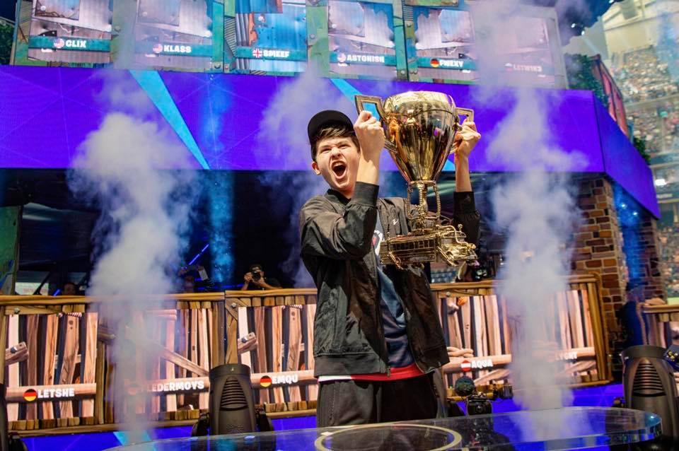 """16-годишният, който спечели 3 млн. долара на """"Fortnite"""": Ще си купя бюро"""