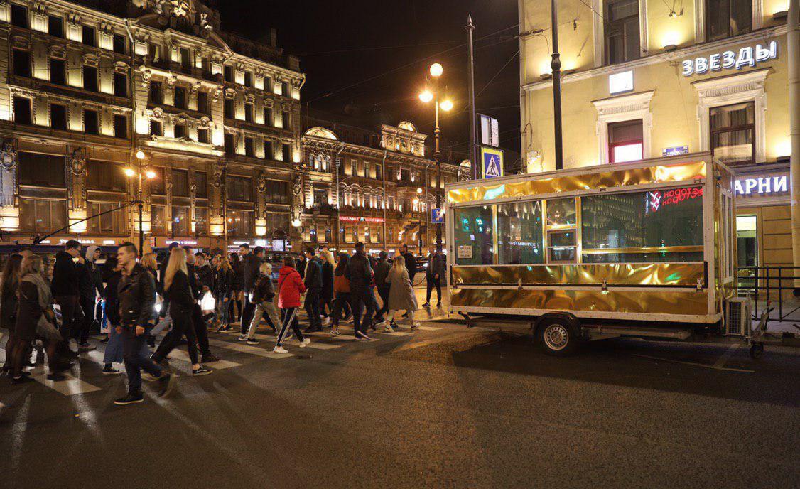 Фургон за чок-чок в центъра на Санкт Петербург