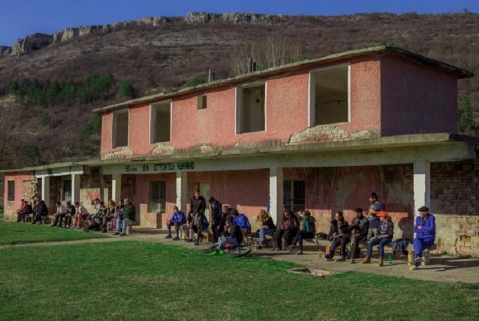 Култово: Фенове нахлуха на мач във Врачанско с манарче и бухалка