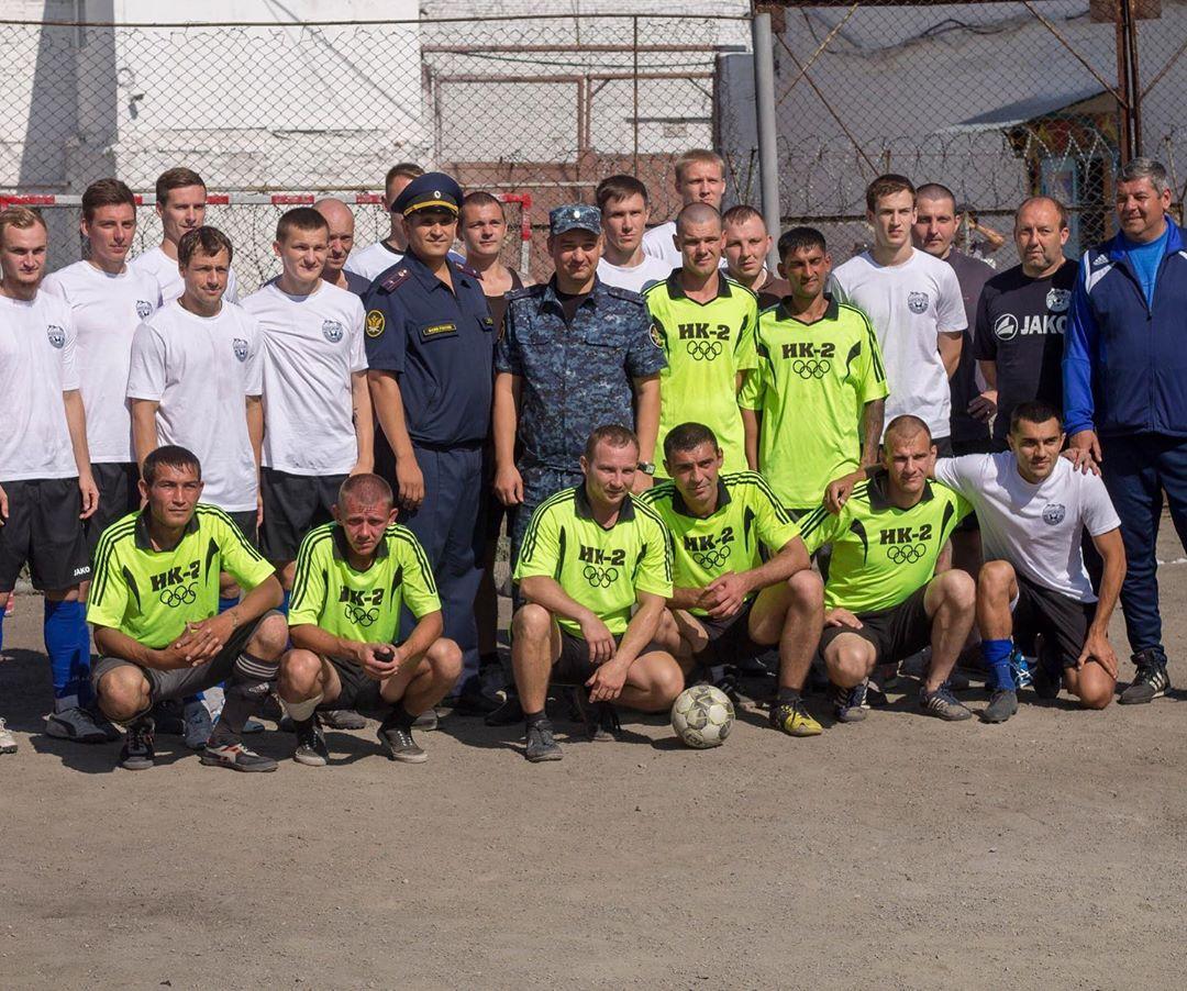 Професионален футболен отбор игра контрола със затворници