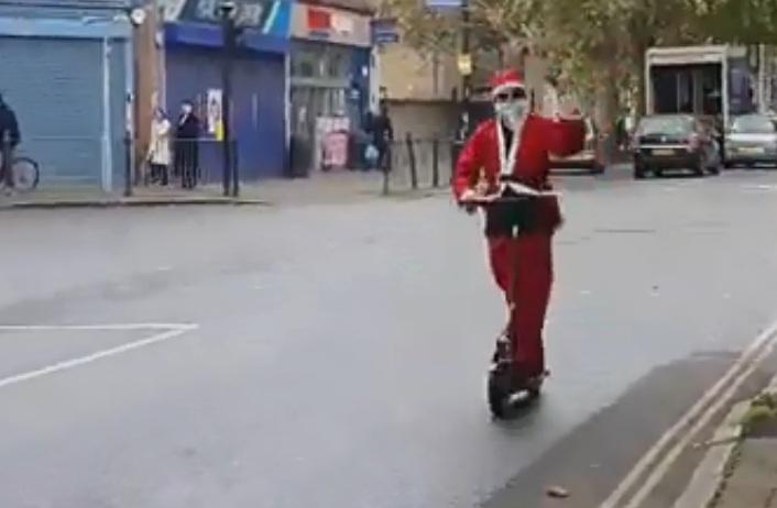 ВИДЕО: Дядо Коледа пада безславно на асфалта