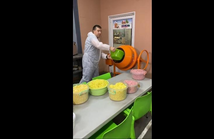 Руснак направи руска салата в бетонобъркачка (ВИДЕО)