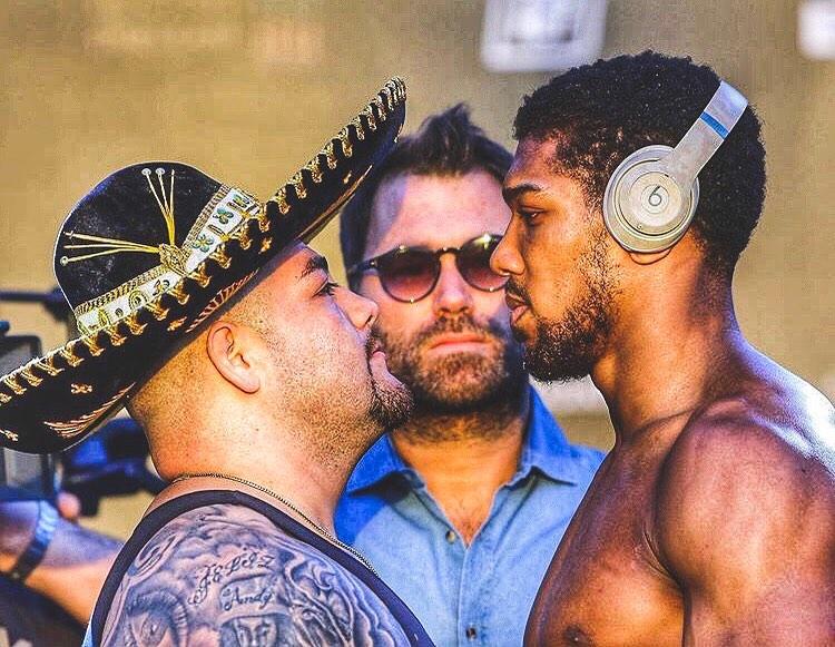 АНКЕТА: Кой ще бие в големия боксов мач тази вечер?