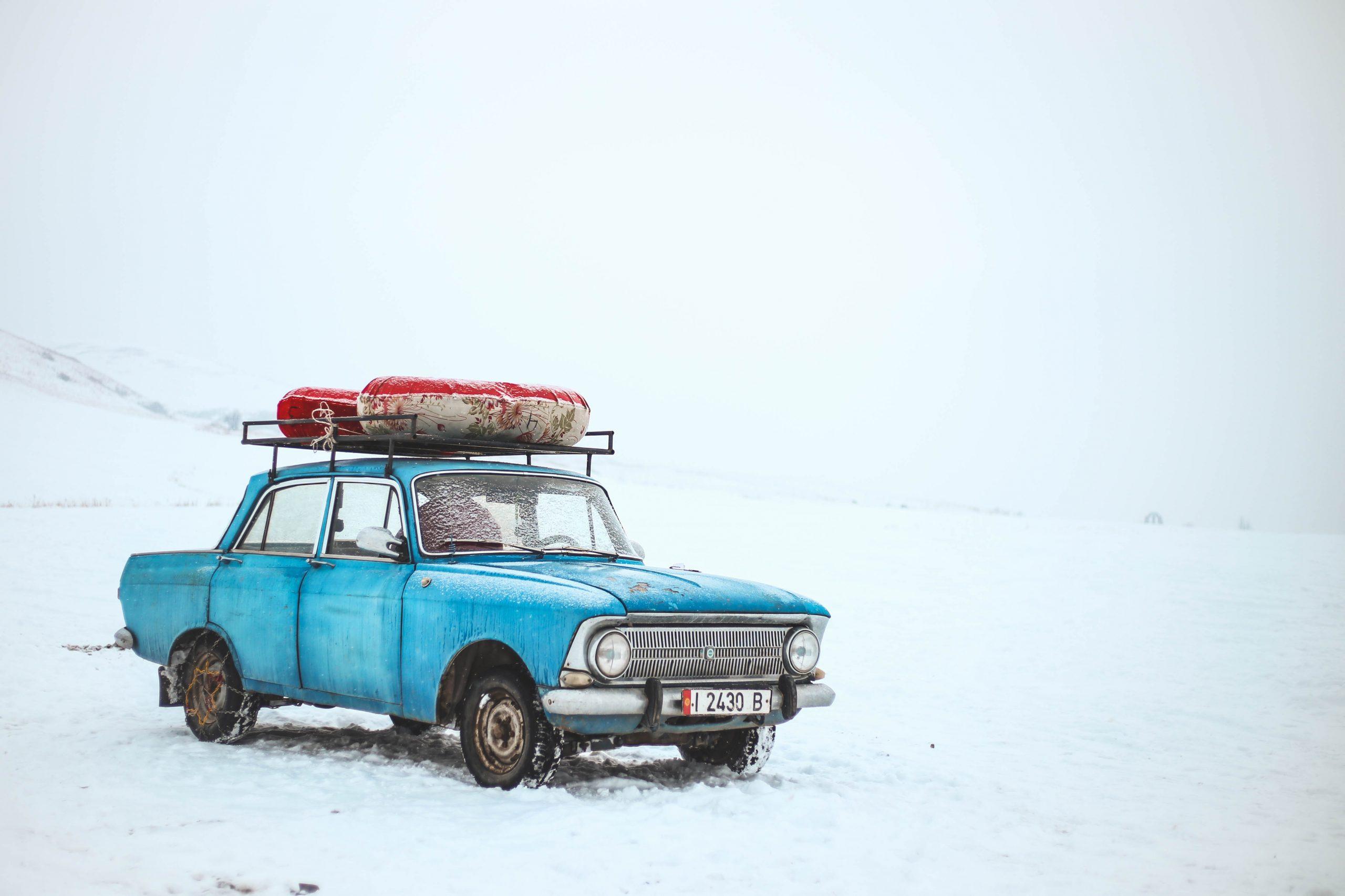 8 неща, които не бива да оставяш в колата през зимата