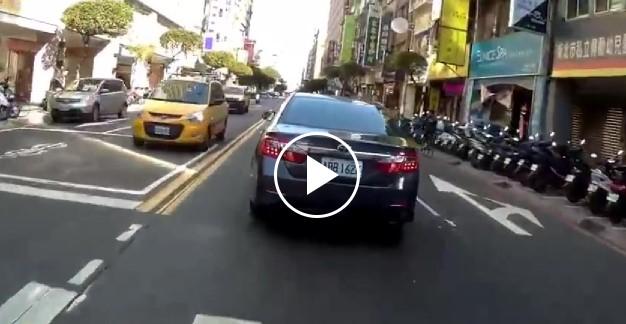ВИДЕО: Пътен инцидент като на филм