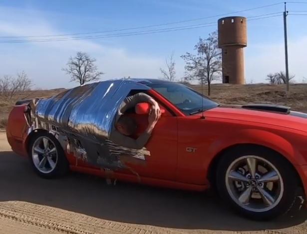 Залепиха руснак с тиксо за вратата на Mustang, колата вдигна 140 км/ч