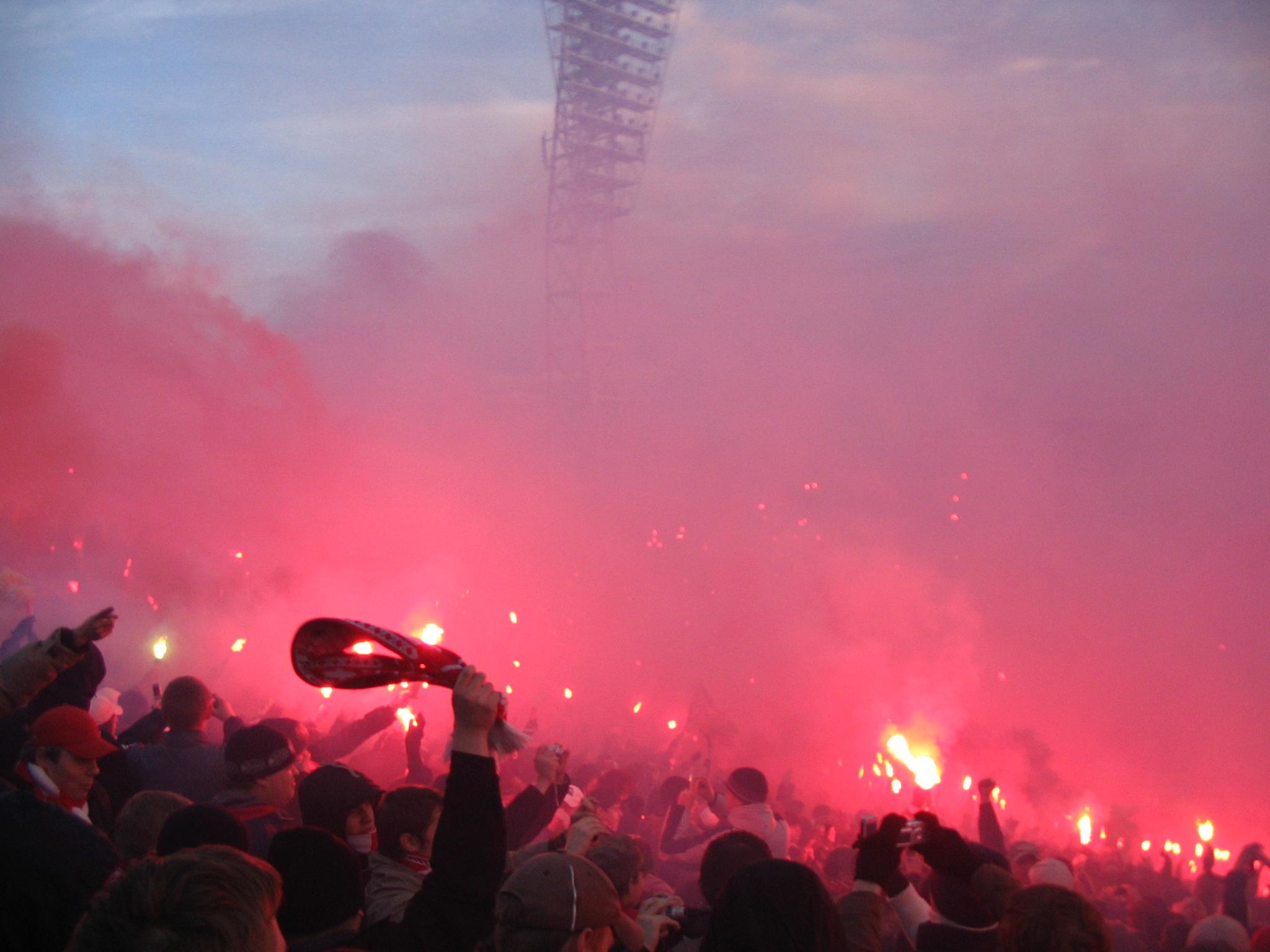 Луд фен на Football Manager запали димка у дома, след като направи тима си шампион