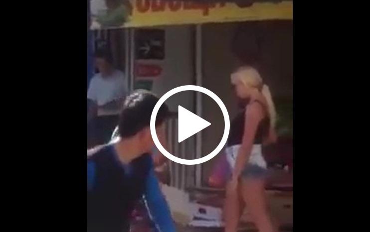ВИДЕО: Кеф! Руска бабичка и блондинка се бият