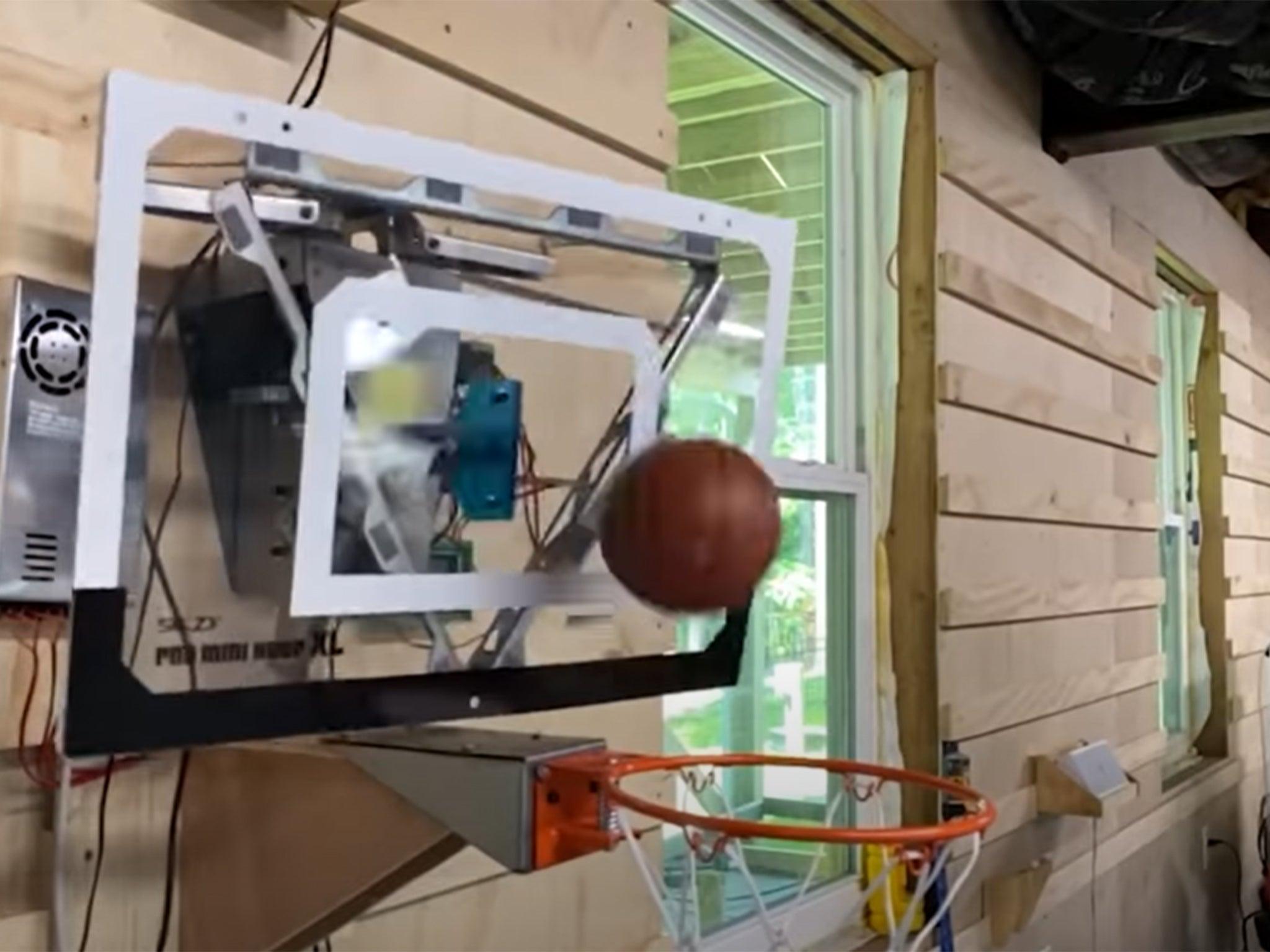 Баскетболното табло, на което никога няма да пропуснеш (ВИДЕО)