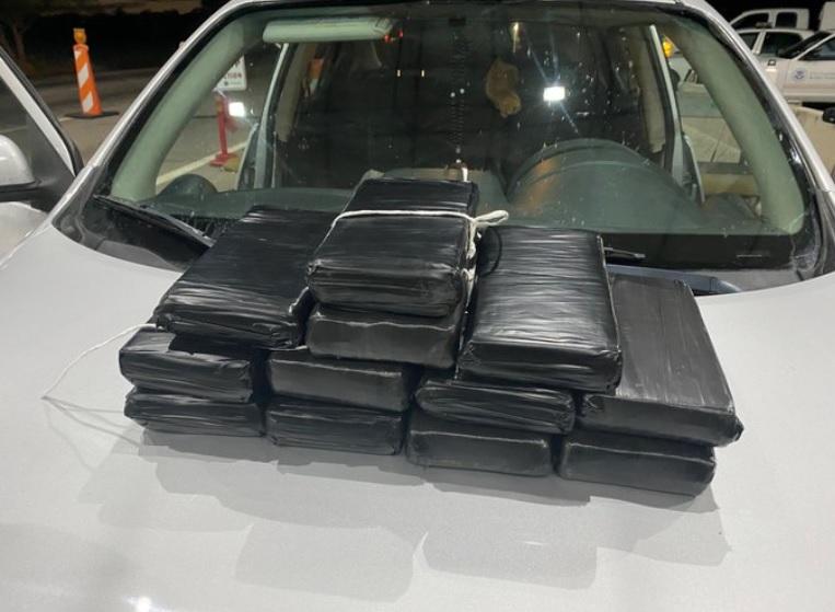 Мъж си купи кола с 35 кг кокаин в нея
