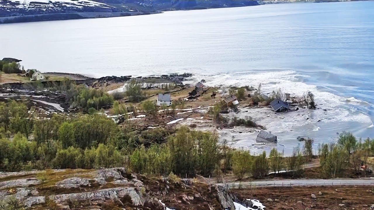 Ужас: Свлачище потопи в морето 8 къщи в Норвегия (ВИДЕО)