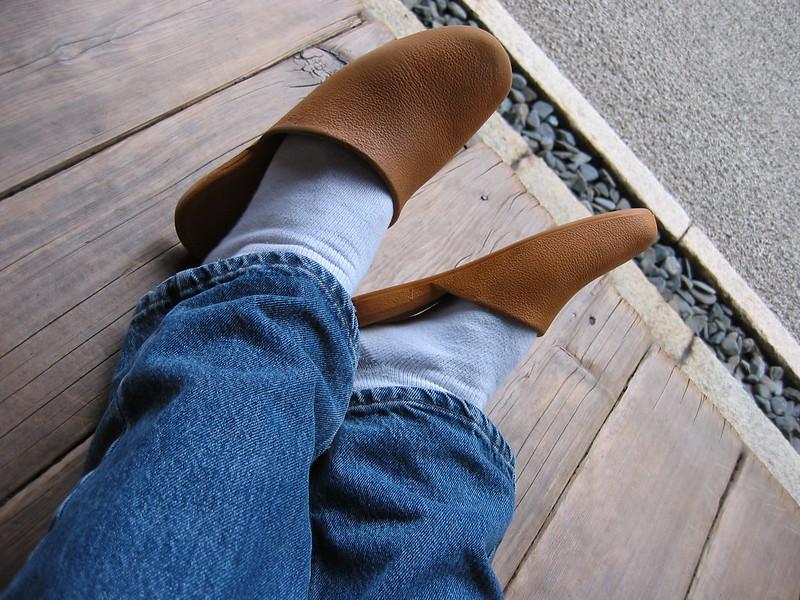Хванаха сериен крадец на чехли на съседи, той призна, че го възбужда да ги носи