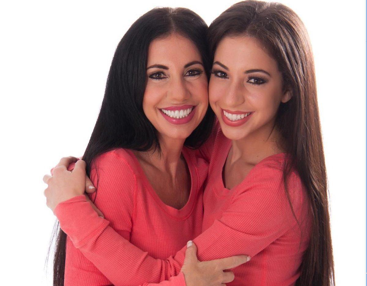 Те са майка и дъщеря – едната на 30, а другата на 60 години (СНИМКИ)