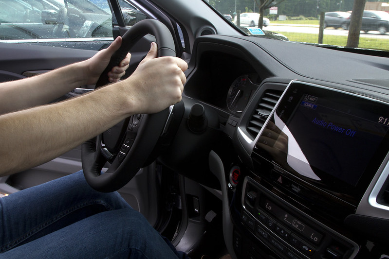 Атака от хакери застрашава автоматизираното шофиране