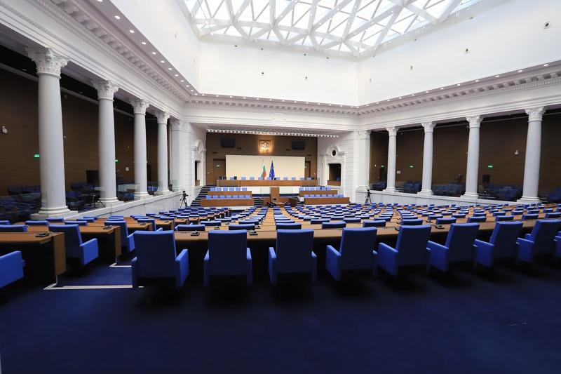 Какво можеш да си купиш за 23 млн. лева, колкото струва ремонтът на пленарната зала