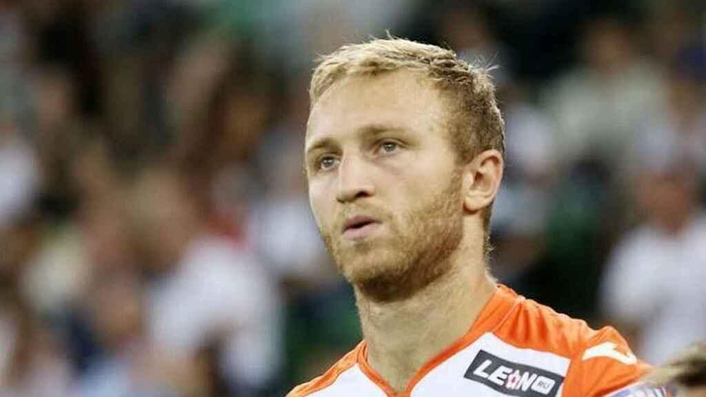 Капитанът на Армения отказа трансфер и спира с футбола, за да отиде на война