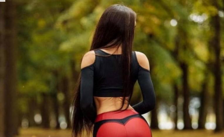 10 снимки на яки Цецки с йога пантц