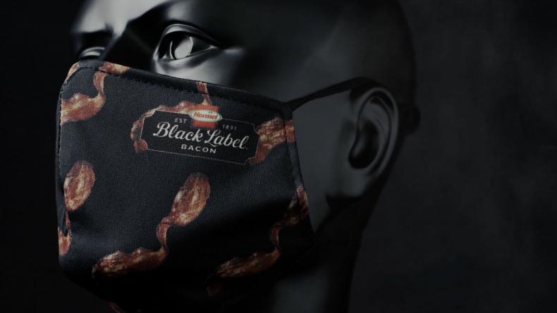 Лудост: Продават предпазна маска с дъх на бекон