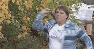 Двойничка на Меркел е по-добра от Ранду в мятането на ножове (ВИДЕО)