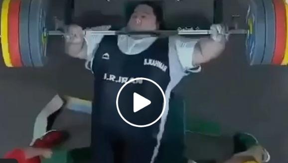ВИДЕО: Да вдигнеш 300 кг на лежанката
