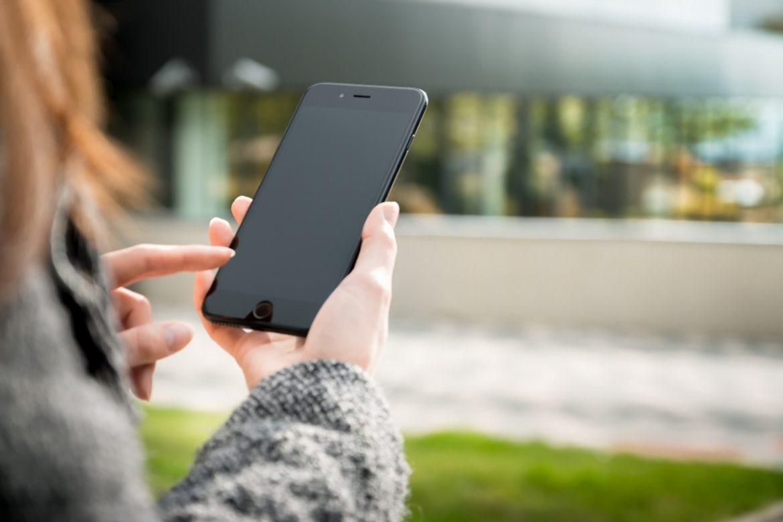 89% от времето посягаме към телефона си без причина