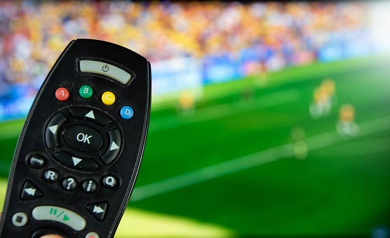 Мачовете по телевизията в неделя