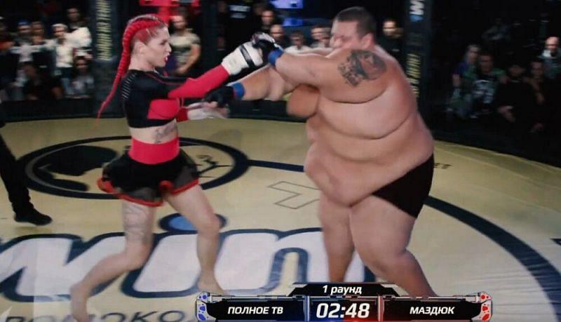 ВИДЕО: ММА бой между жена и 250-килограмов мъж