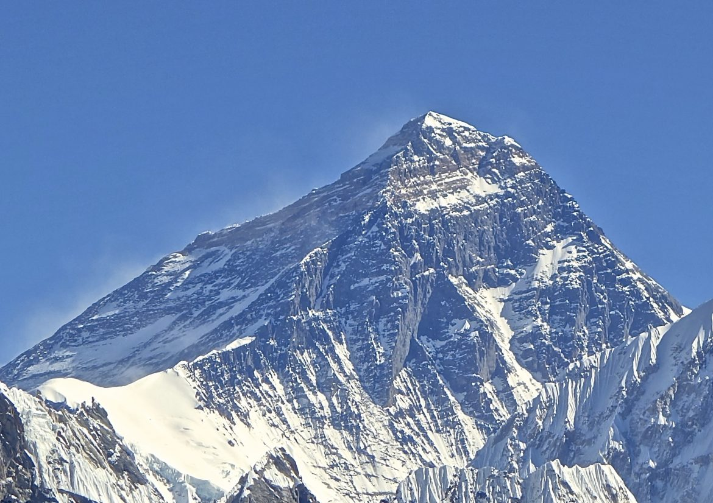Eверест има нова височина, стана още по-висок