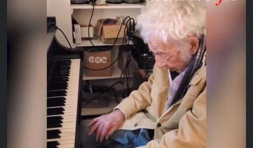 ВИДЕО: 94-годишен пианист разцепва мрака