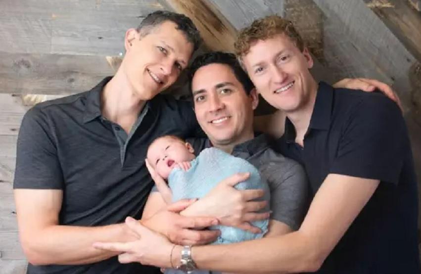 Трима мъже станаха първата легална еднополова тройка бащи на момиченце
