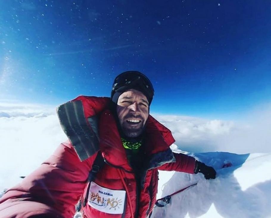 Скатов приближава върха в първата българска зимна експедиция за изкачване на К2