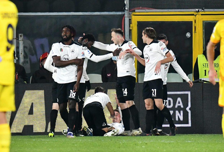 Нелеп, но победен гол в Серия А (ВИДЕО)