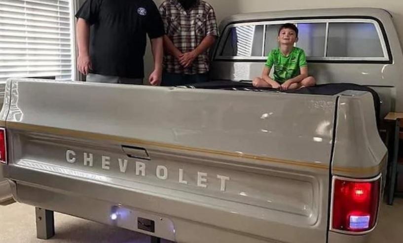 СНИМКА: Най-готиният баща направи уникално легло на сина си