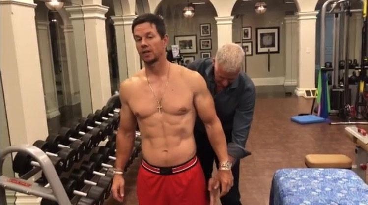 Марк Уолбърг се тъпче с джънк и бири, за да качи 14 кг за 6 седмици заради роля